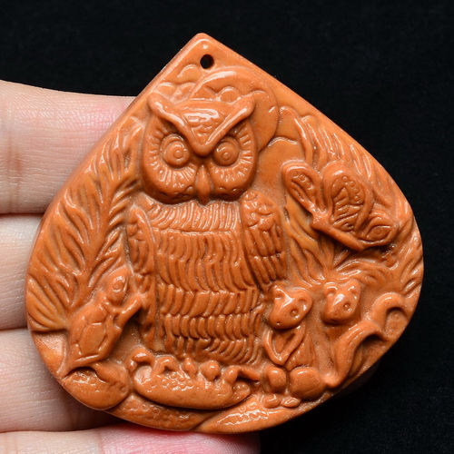 Pendant Red Malachite sculpte Hibou Chouette 60x60x8mm La Piece